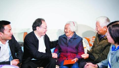 李小敏:在全社会形成敬老爱老孝老的良好风尚