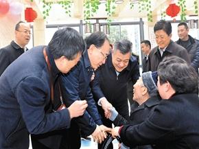 李小敏王江走访慰问养老院、困难家庭和先进典型