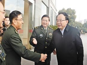 李小敏走访慰问驻锡部队